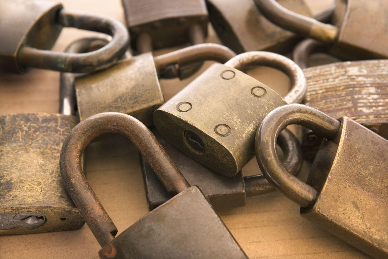 Vorhängeschlösser. Symbolbild für Bedrohungen im IT-Bereich