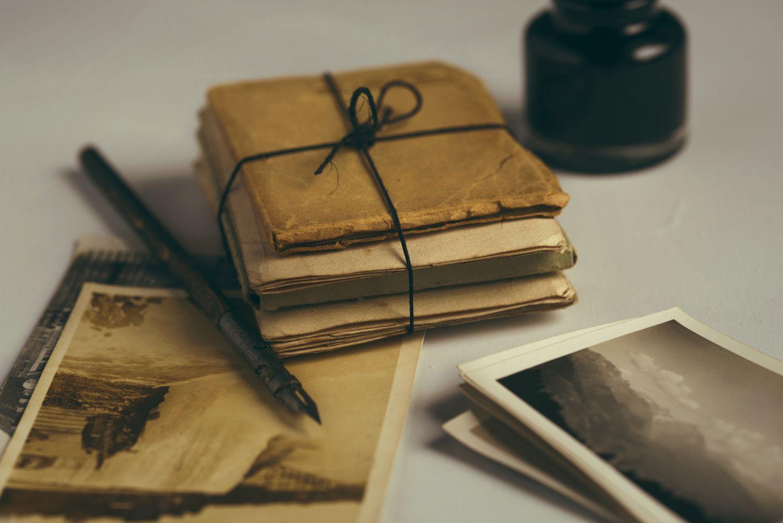 Thema Datensicherheit: ein Bündel alte Dokumente