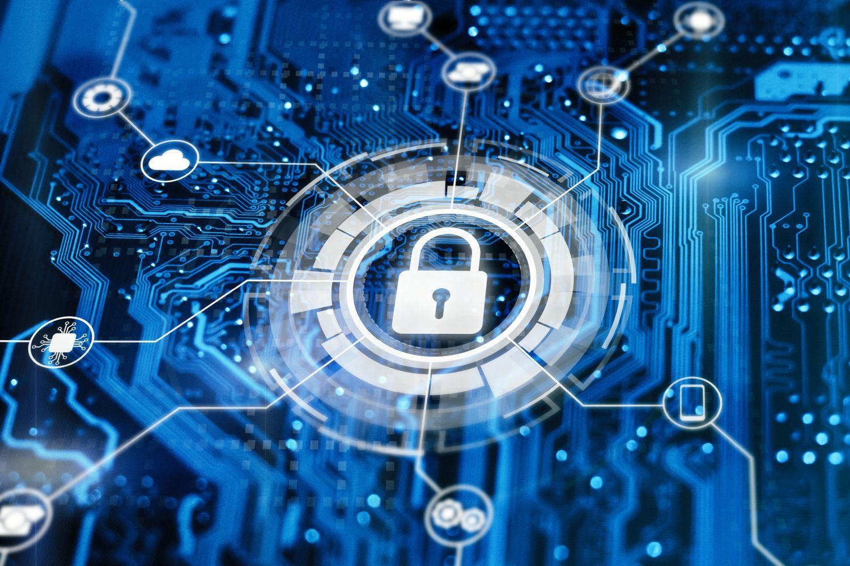 Konzept IT Security: Schloss auf einer Platine