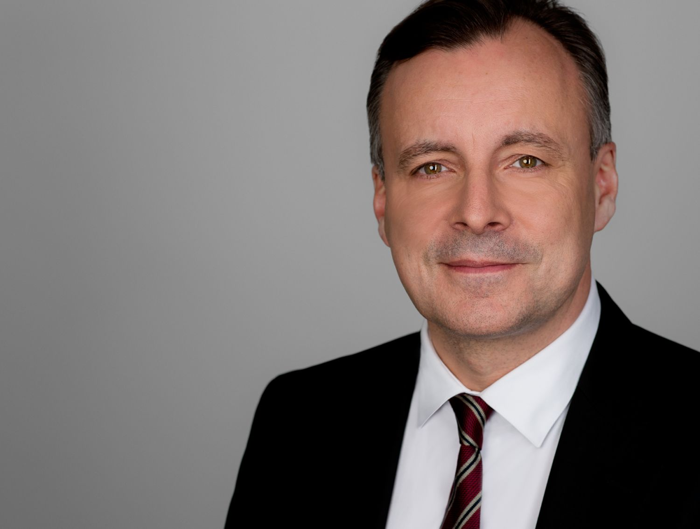 Porträt: Dr. Holger Mühlbauer
